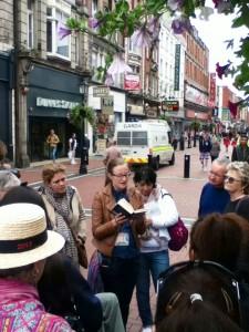 Dublin met en valeur son héritage et organise des promenades de lecture d'Ulysses chaque 16 juin. A ne pas manquer!